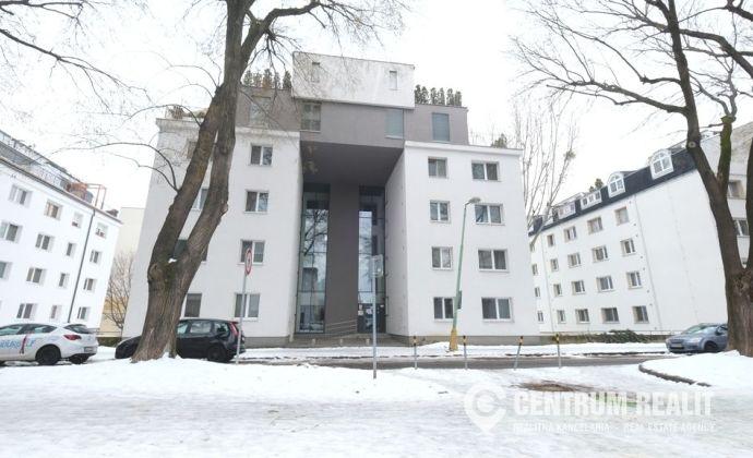 IBA U NÁS: 1-izbový rekonštruovaný byt TRENČIANSKA ul. v modernom bytovom dome, TOP lokalita