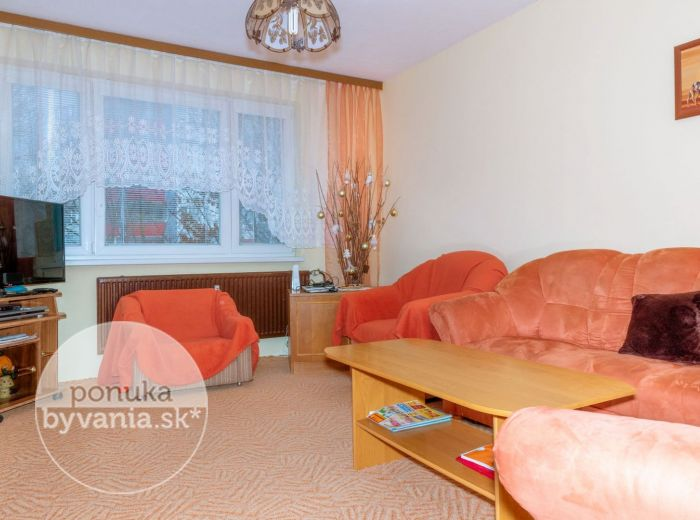 PREDANÉ - KRÍKOVÁ, 4-i byt, 78 m2 – kompletne ZREKONŠTRUOVANÝ bytový dom, POKOJNÁ lokalita