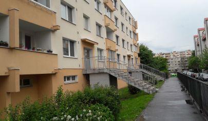 Hľadám pre klientku 3-4 izbový byt v Ba II