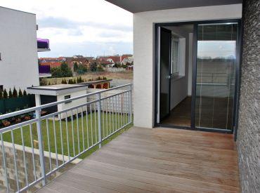 Prenájom 2-izbového bytu s veľkou terasou v centre Rovinky