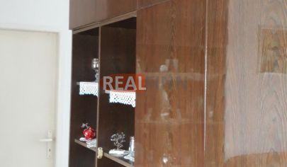 REALFINN -REZERVOVANÉ-  NOVÉ ZÁMKY - 3  izbový tehlový byt na predaj v centre mesta