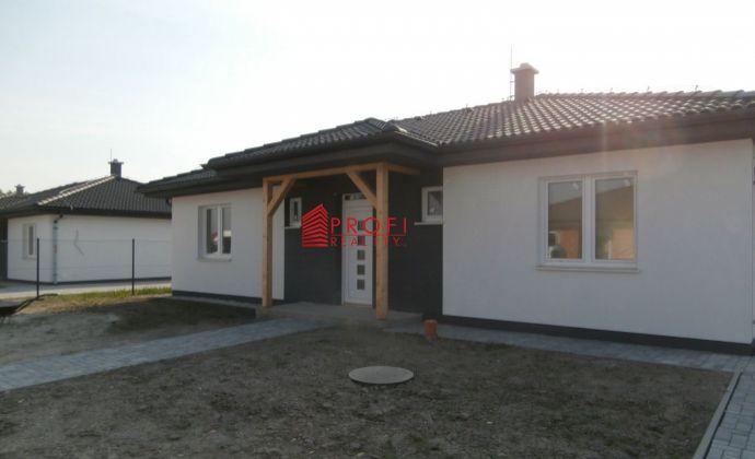 Moderný 4-izbový bungalov v novovybudovanej časti obce Dolný Bar
