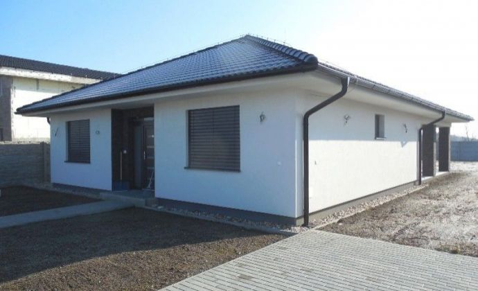 Krásna novostavba 4izb. bungalovu na 797 m2 pozemku v Kvetoslavove, len 16 km od Bratislavy.