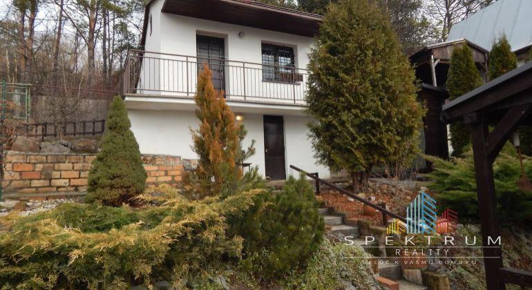 REZERVOVANE-Na predaj záhrada  381 m2, s murovanou chatkou Nováky, okres Prievidza