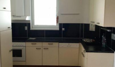Na predaj pekný, priestranný 2 izb. byt aj s garážovým státím BA - Košická ul.