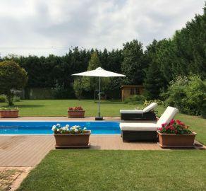 Moderný 6izbový RD s hosťovskou častou a bazénom len 4km od Senca