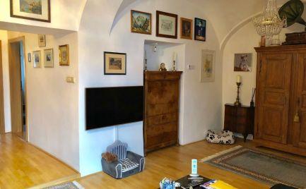 PREDAJ - 2,5 izbový byt v historickej budove v samotnom centre Sv. Jura
