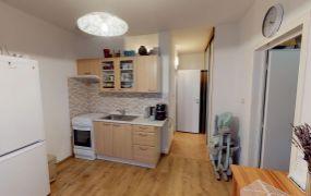EXKLUZÍVNE IBA U NÁS !!! Ponúkame Vám na predaj 1 izbový, zariadený byt po kompletnej rekonštrukcii, 38  m2, Dubnica nad Váhom - Sväzarm.