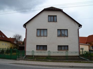 Predané. Priestranný dom v strede mesta, 1000m2 pozemok, Zvolen – Sliač kúpele