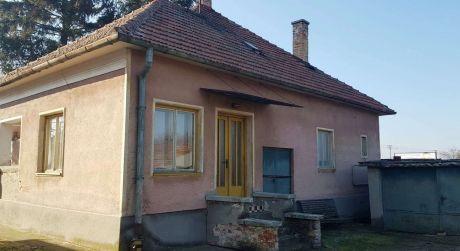 PREDAJ - rodinný dom s 30 árovým pozemkom v Náne.