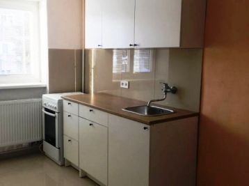 2-i byt,60 m2, tehla,VLASTNÉ kúrenie, BLÍZKE centrum MESTA