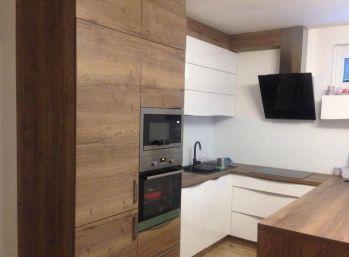 Priestranný 3-izbový byt v novostavbe s 2 garážovými státiami