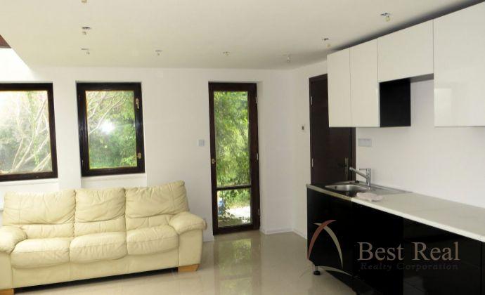 Best Real - prenájom 1-izbového bytu v časti Bratislava - Nové Mesto, 35m2.