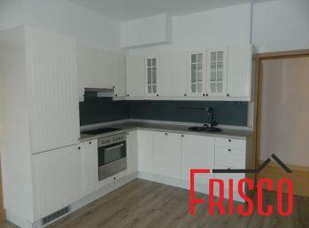 Prenajmeme 3-izbový byt s predzáhradkou a parkovacím miestom v Seredi