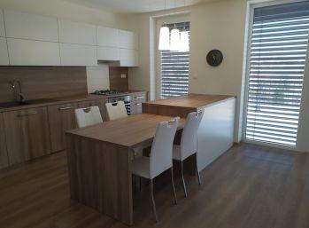 Prenajatý 4.izb luxusný byt v Nitre na Chrenovej s terasami a parkovaním