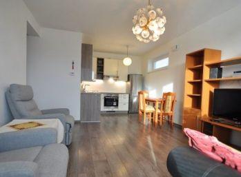 Klimatizovaný úplne nový 2 izbový byt s predzáhradkou