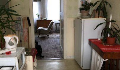 Na predaj priestranný 2 izbový byt v Šamoríne-Vynikajúca lokalita, pôvodný stav-vhodné na investíciu