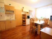 **ZNÍŽENÁ CENA** Veľký byt v uzavretom dvore s garážou a záhradou v Topoľčanoch.