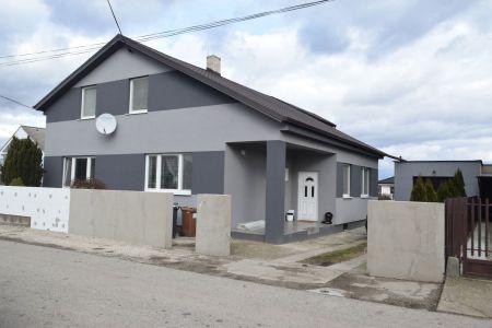 IMPEREAL predáva dvojgeneračný dom s úžitkovou pochou 330 m2 na 871 m2 pozemku v obci Lužianky