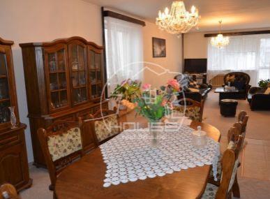 PREDAJ: 6 izbový rodinný dom, úžitková plocha 306m2, pozemok 714m2,garáž, Rusovce , BAV