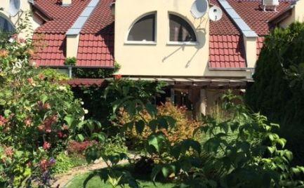 Prakticky riešený, komfortný rodinný dom v radovej zástavbe v Šamoríne, časť Mliečno.