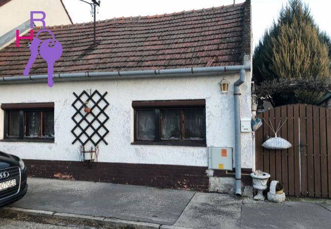 Na predaj 2 izbový rodinný dom v zachovalom pôvodnom stave v Trnave