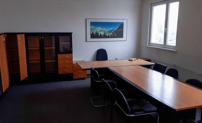 Kancelária na prenájom s kuchynkou a parkovaním, 60 m2, Galvaniho ul., Bratislava