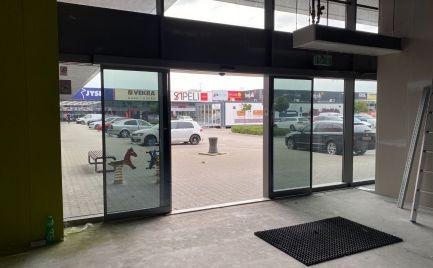 Obchodný priestor na prenájom, 381 m2