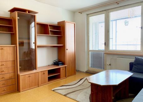 ZNOVA AKTUÁLNE - Predaj slnečného bytu s loggiou v Petržalke