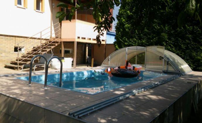 Rodinný dom - Martin Stráne s bazénom a 2 garážami