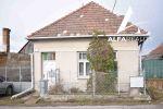 Exkluzívne ponúkame na predaj 2 izbový klasický vidiecky domček na 14á pozemku v obci Veľký Klíž