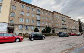 EXKLUZÍVNE IBA U NÁS Vám ponúkame na predaj 2+1-izbový byt s balkónom v Trenčíne, Sihoť, ulica Švermova.