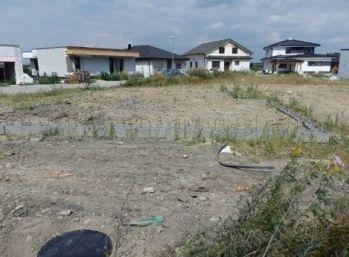 Pokračovanie v stavbe - bungalowu ! Stavebný pozemok v Slov. Grobe 647 m2