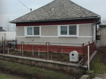 Pekný štvorec v strediskovej obci Streda nad Bodrogom