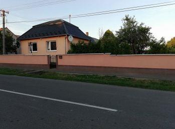Rodinný dom v obci Malčice-štvorec