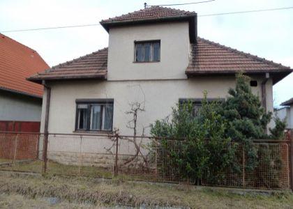 DOMUM - 2i rodinný dom s veľkým pozemkom o výmere 2925 m2 vo Vaďovciach