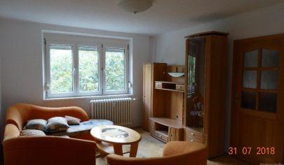 Ponúkame na predaj pekný 2. izbový byt po kompletnej rekonštrukcií na Svätoplukovej v Senci