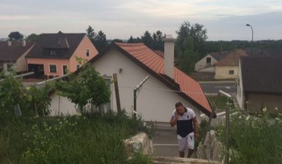 Pekný rozostavaný domček v Bergu  - Rakúsko, ideálny na podnikanie
