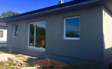 Novostavba samostatného 4 izbového bungalovu v Dunajskej Lužnej.