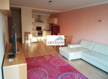 2 izbový byt s garážovým státím v tichej lokalite pri Dunaji