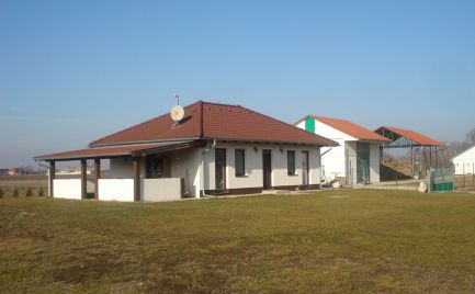 Zaujímavá ponuka či už na bývanie alebo podnikanie v obci Čečínska Potôň