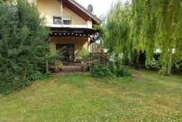 GREGORY Realponúka na predaj rodinný dom s bazénom vo vidieckom štýle, pozemok 1850 m2, obec Potzneusiedl, Rakúsko