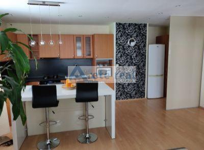 Areté real - Prenájom priestranného, veľmi pekného 3-izbového, kompletne zariadeného bytu s dvomi balkónmi v dobrej lokalite v Pezinku, Hroznová