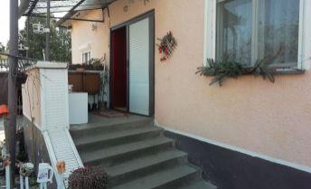 na predaj rodinný dom v obci Moča.