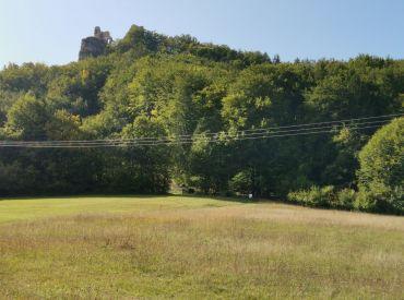 Predaj rekreačného pozemku pod hradom Lietava 2421 m2, Cena: 31.500 €
