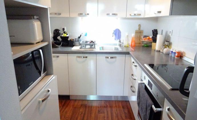 Ponúkame 2 izbový byt , predzáhradka, parkovacie státie, v Rovinke