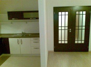 1 izbový nezariadený byt