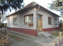 Veľký 3 izbový rodinný dom s 2 garážami blízko Bratislavy