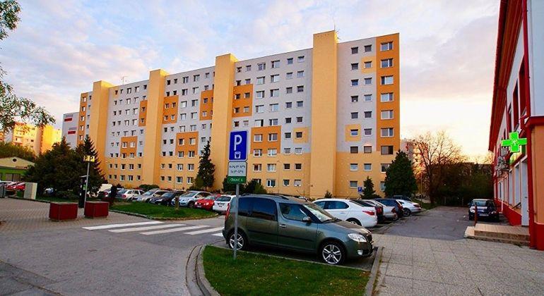 Zrekonštruovaný, zariadený 3i byt v centre Šamorína