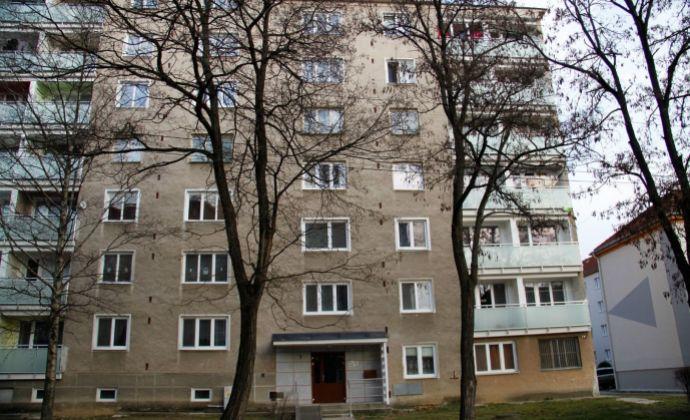 3 izbový byt s dvomi loggiami na Starom sídlisku